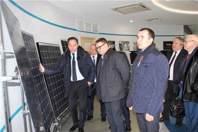 Алексей Текслер посетил завод по производству солнечных модулей «Хевел»