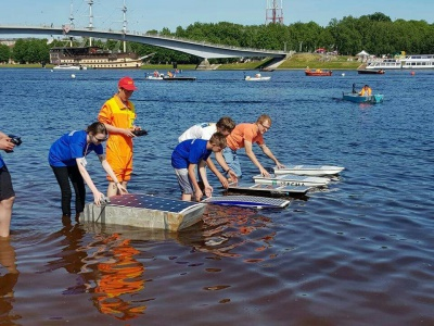 В Великом Новгороде прошли инженерные соревнования лодок на солнечных элементах
