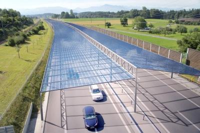 Освещение автомагистралей за счет энергии Солнца.